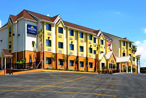 Microtel Inn & Suites by Wyndham New Braunfels - New Braunfels - Building