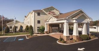 Hampton Inn & Suites Mystic - Mystic - Bâtiment