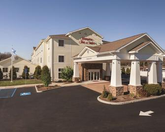 Hampton Inn & Suites Mystic - Mystic - Building