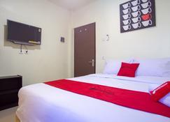 RedDoorz near Taman Kota Ternate - Ternate - Bedroom