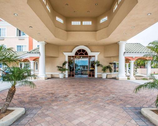 Comfort Suites Oceanside Marina - Oceanside - Building