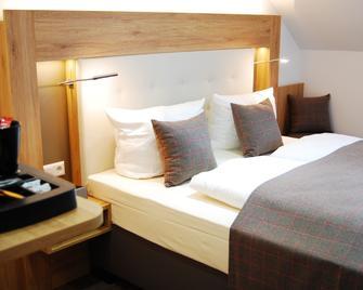 Hotel Am Martinsberg - Andernach - Bedroom
