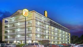 Super 8 by Wyndham Memphis/Dwtn/Graceland Area - Memphis - Building