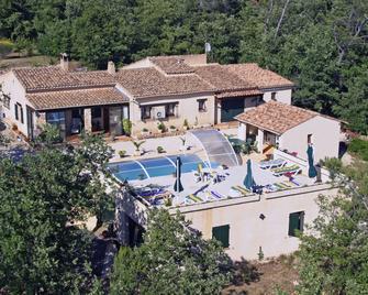 Maison d'hôte et Gîte La Courtesiè - Saint-Maximin-la-Sainte-Baume - Building