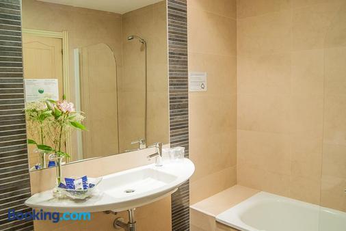 Hotel Ana María - Granada - Bathroom