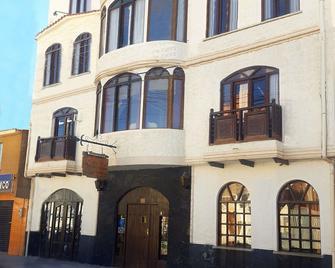 Hostal La Magia de Uyuni - Uyuni - Building