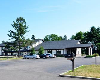 Amerivu Inn And Suites - Hayward Wi - Hayward - Building