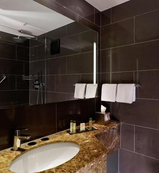 DoubleTree by Hilton Bristol City Centre - Bristol - Bathroom
