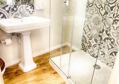 Hotel Alegria - Lisbon - Bathroom