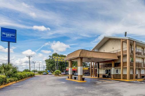 Rodeway Inn Fairgrounds-Casino - Tampa - Building