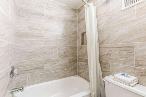 Rodeway Inn Fairgrounds-Casino - Tampa - Bathroom