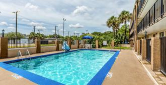 Rodeway Inn Fairgrounds-Casino - Tampa - Pool