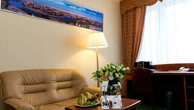 Maxima Panorama Hotel - Moscow - Living room