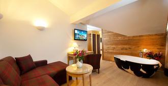 Hotel Kaiserhof Kitzbuehel - Kitzbühel - Living room