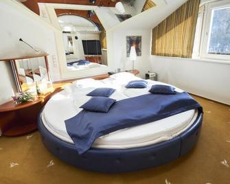 Wellness Hotel Eroplan - Rožnov pod Radhoštěm - Bedroom