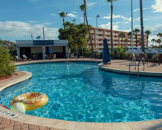 Best Western Cocoa Beach Hotel & Suites - Cocoa Beach - Pool