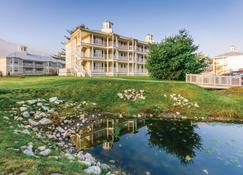 Holiday Inn Club Vacations Oak n' Spruce Resort - Lee - Building