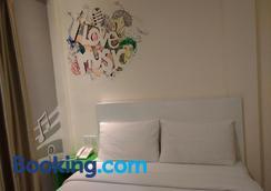 Hotel Strawberry Fields - Petaling Jaya - Bedroom
