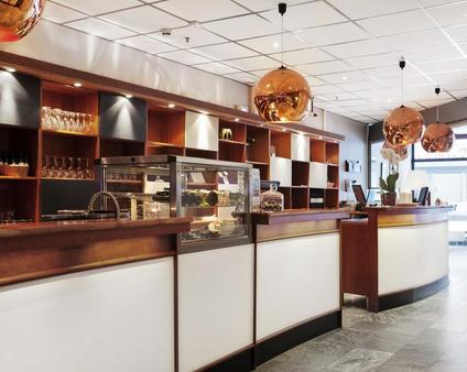 First Hotel Örebro - Örebro - Front desk