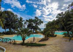 Banana Palms Hotel - Lívingston - Pool