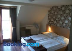 Hotel Viktória Vendégház - Balatonalmádi - Bedroom