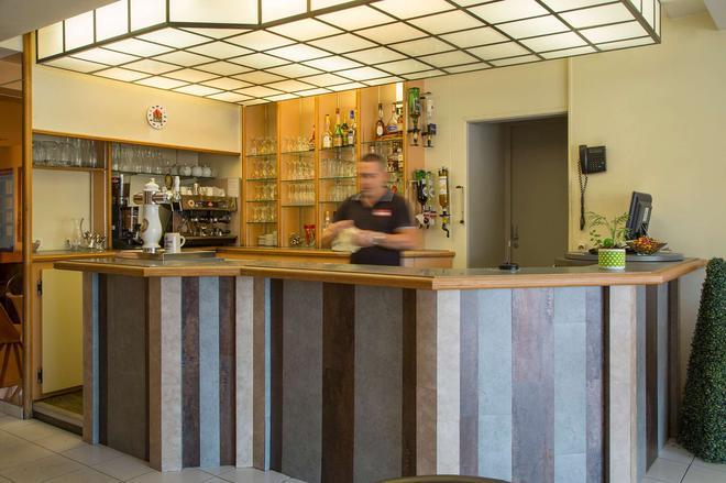 The Originals City, Hôtel Le Boeuf Rouge, Limoges (Inter-Hotel) - Saint-Junien - Bar