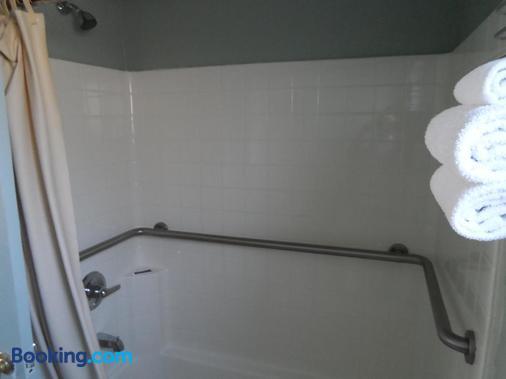 Economy Inn - Modesto - Bathroom