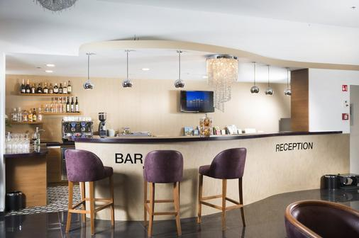 Bo33 Hotel Family & Suites - Βουδαπέστη - Bar