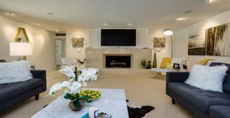 4 En-Suite Bedrooms With Private Patios And Gorgeous Mountain Views! - Palm Springs - Wohnzimmer