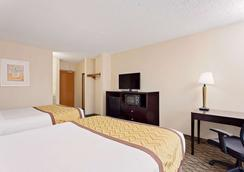 Baymont Inn & Suites Kalamazoo East - Kalamazoo - Bedroom