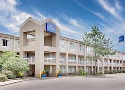 Baymont Inn & Suites Kalamazoo East - Kalamazoo - Building
