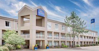 貝蒙特東卡拉馬祖旅館暨套房酒店 - 卡拉馬祖 - 卡拉馬祖