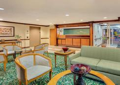 Baymont Inn & Suites Kalamazoo East - Kalamazoo - Lounge