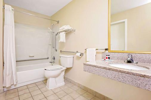 Baymont Inn & Suites Kalamazoo East - Kalamazoo - Phòng tắm