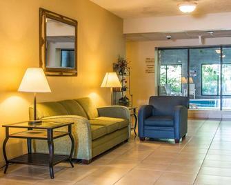 Comfort Inn Whitehall - Whitehall - Living room