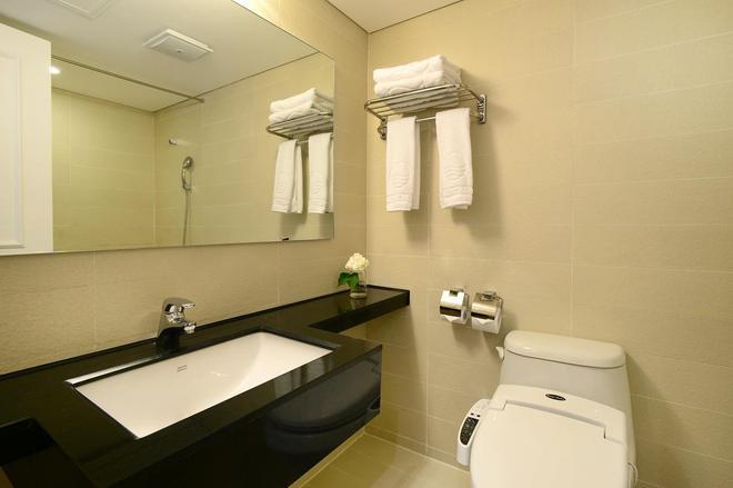 Jeju Oriental Hotel & Casino - Jeju City - Bathroom