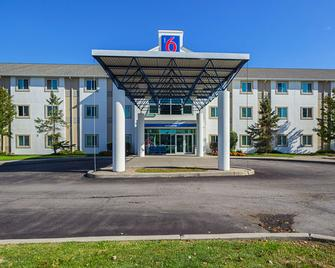 Motel 6 Toronto East - Whitby - Whitby - Building