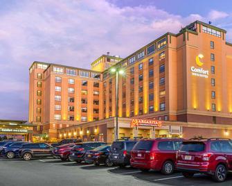 Comfort Inn & Suites Logan International Airport - Revere - Edificio