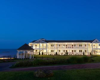 Water's Edge Resort & Spa - Westbrook - Building