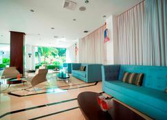 Radisson Hotel & Suites San Isidro - Ліма - Лоббі