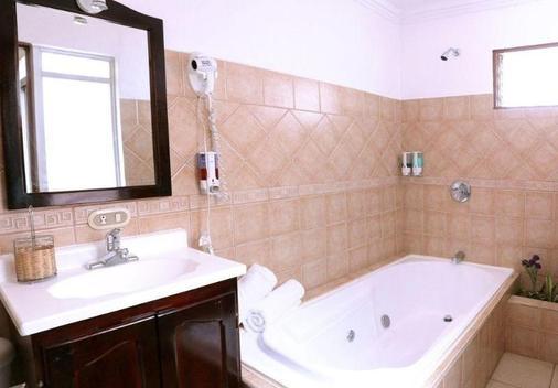 Hotel Eskalima - Alajuela - Phòng tắm