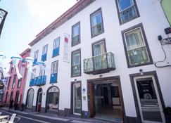 Alcides - Ponta Delgada (Açores) - Building