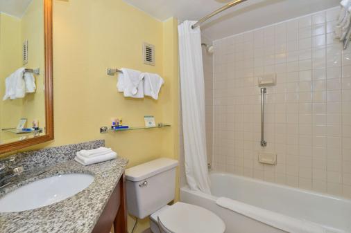 Best Western Plus Richmond Airport Hotel - Sandston - Bathroom