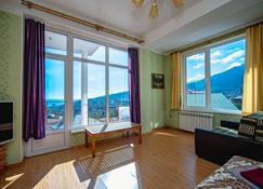 U Kamina Apartments - Yalta - Sala de estar