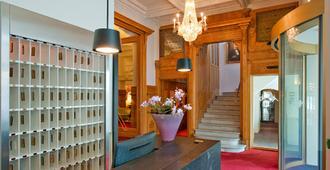 Schweizerhof Swiss Quality Hotel - São Moritz - Escadas