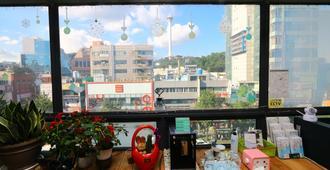 Orange Guest house - Hostel - Busan - Ban công