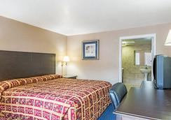 Super 8 by Wyndham San Antonio Downtown / Alamo - San Antonio - Bedroom