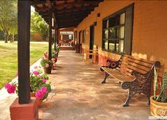 Villa Patzcuaro Garden Hotel & RV Park - Pátzcuaro - Hàng hiên
