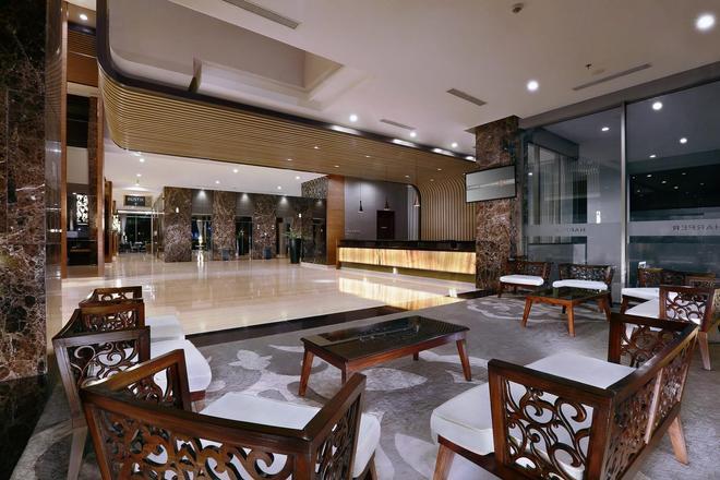 Harper Mangkubumi - Yogyakarta - Lobby