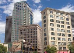 Radisson Hotel Winnipeg Downtown - Winnipeg - Building
